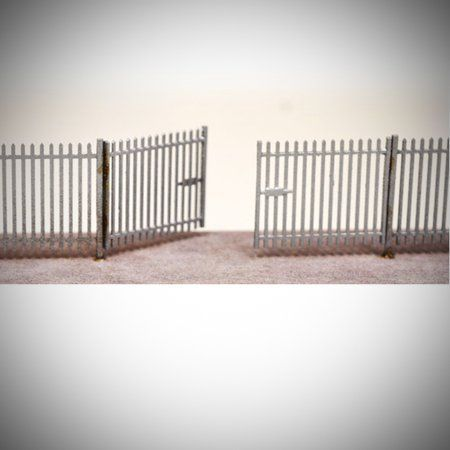 LX055-OO Laser Cut 2m Palisade Security Fencing & Gates OO/4mm/1:76