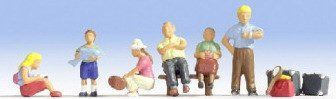 Noch 15228 Family At the Station (Pack of 6) OO/HO