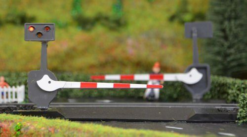 Train Tech LC10P Level Crossing Barrier Set with Light & Sound (OO) Pair